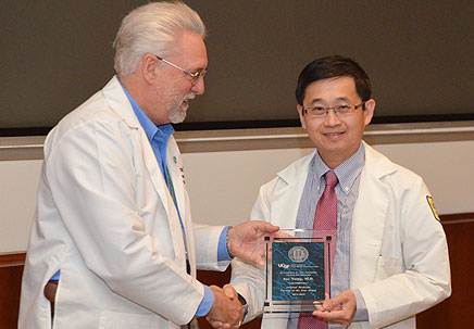 Dr. Michael Peterson presenting award to Dr. Soe Naing
